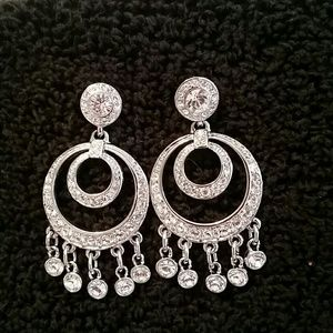 Jewelry - Beautiful Crystal Dangle Earrings!!